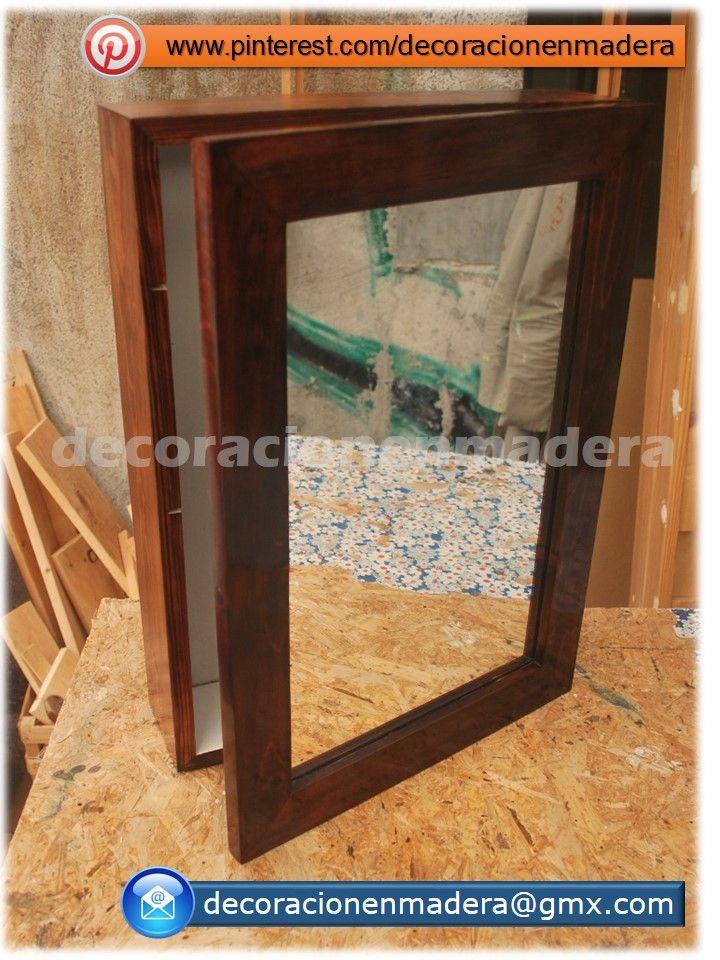 Gabinete para baño de madera color cereza con dos entrepaños y