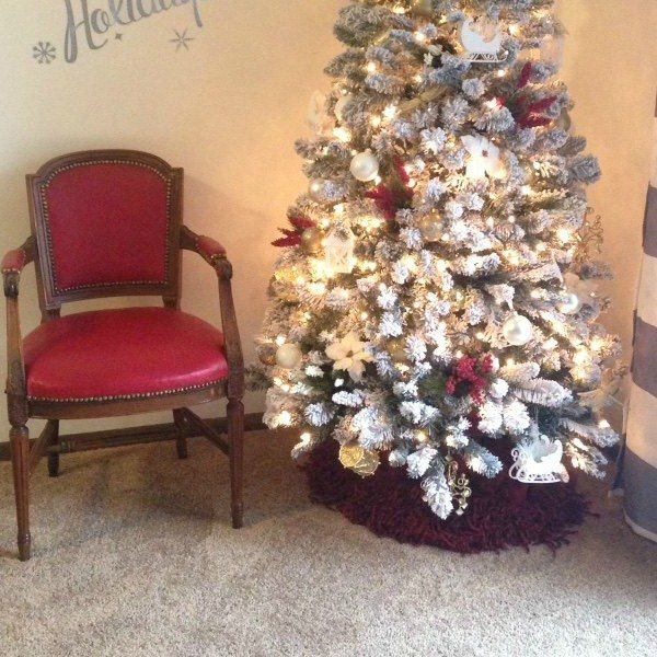 15 Gorgeous Christmas Tree Skirts That Only Look Expensive Christmas Decorations Christmas Tree Beautiful Christmas Trees