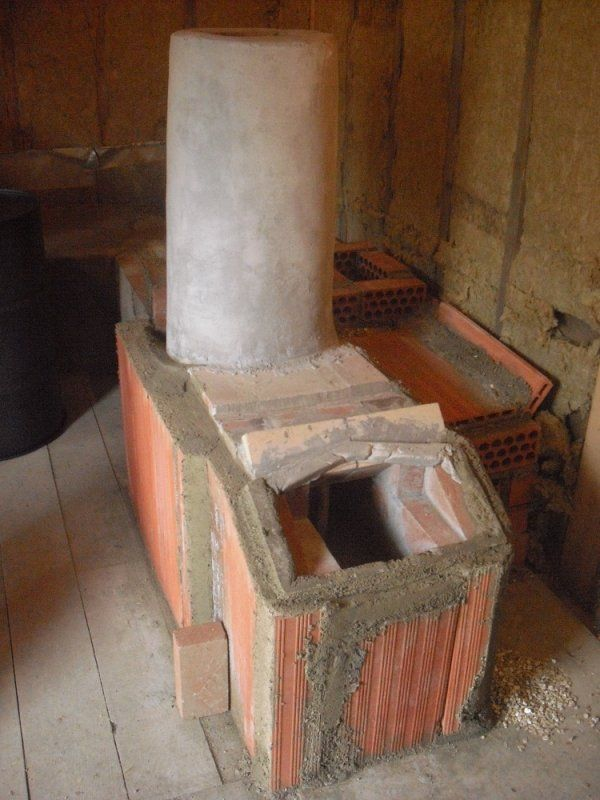 This DIY sauna stove is made of bricks and mortar. - This DIY Sauna Stove Is Made Of Bricks And Mortar. Suana/Bath