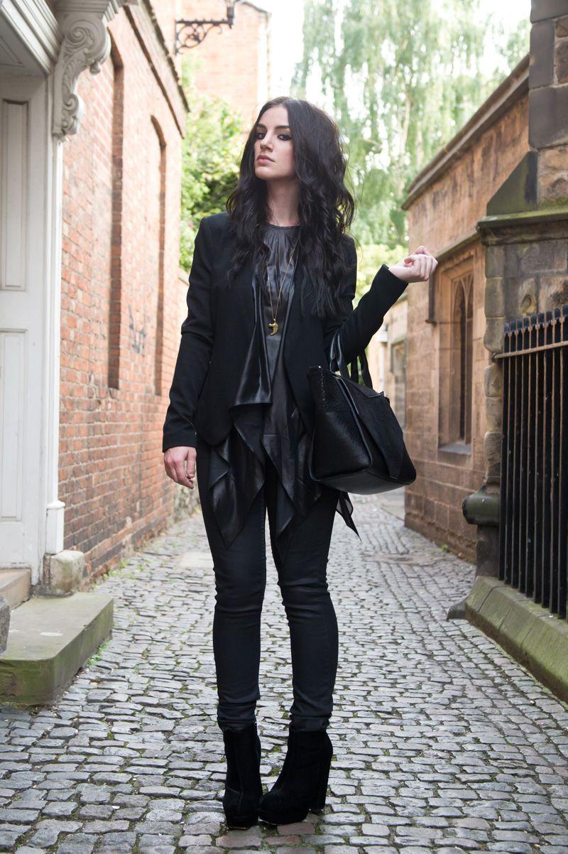 12e418fb1d950 Fashion blogger Stephanie of FAIIINT wearing Topshop at Outfit collarless  blazer