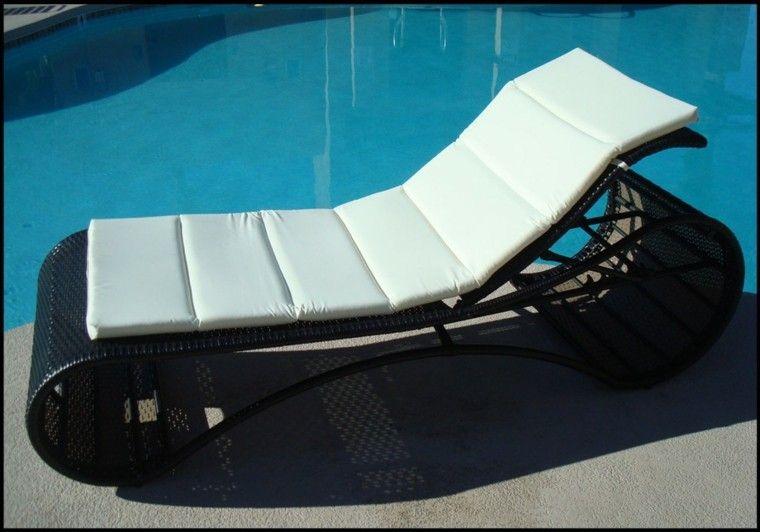 Cojines y almohadones esponjosos para el jardín   Mobiliario de ...