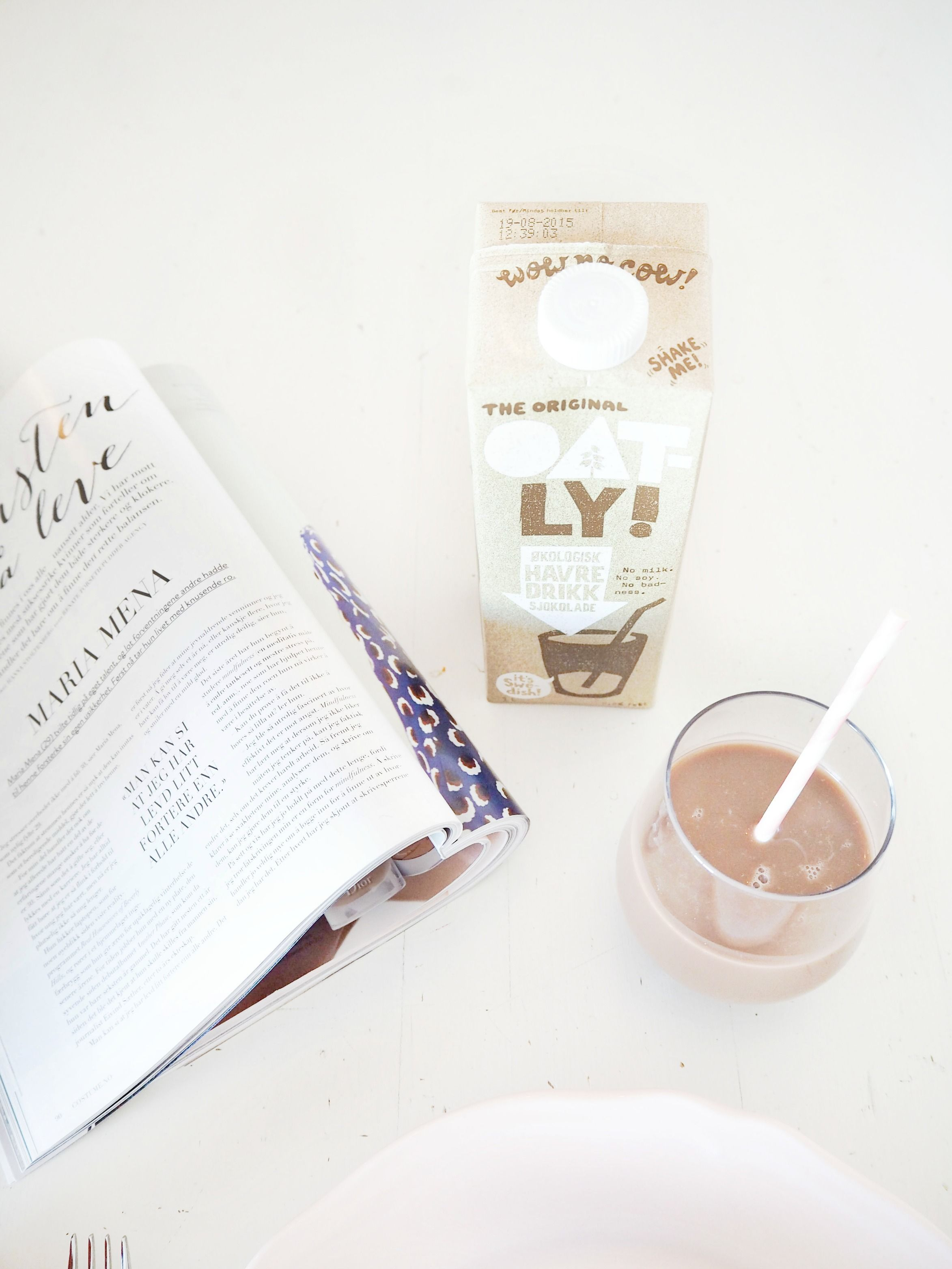 Chocolate milk in glass is also part of the weekend breakfast if you ask me. This from Oatly is not based on milk, but organic oats. It's added a few ingredients, and only sweetened with agavesirup! You can almost taste healthy public .. Me likey!