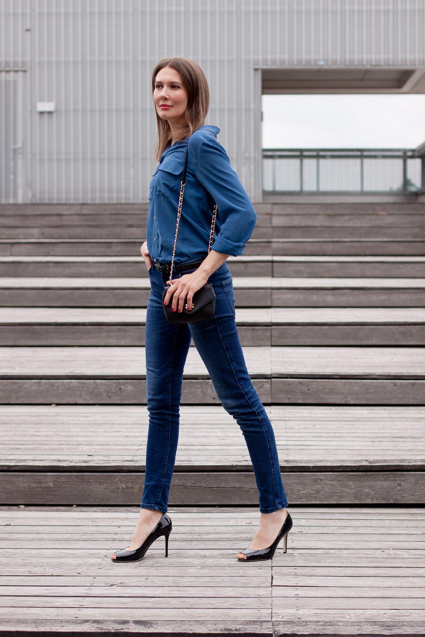 Blue Silk and Dark Denim | full article on my blog: http://www.moodforstyle.de/outfit-blue-silk-and-dark-denim/ | high heels | jeans | denim | silk
