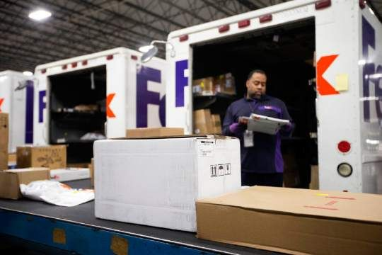 FedEx Vans Being Loaded \ Sorted Yep I loaded at STLR and ALN - fedex jobs