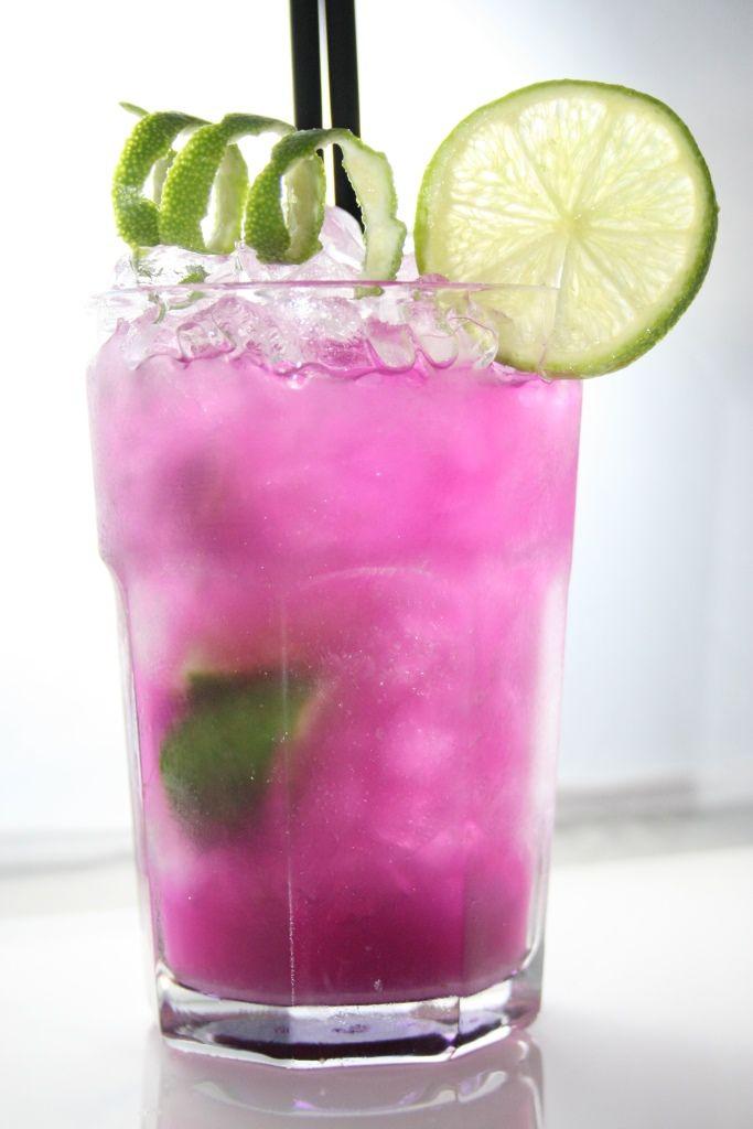 Die Zubereitung dieses Cocktails und viele weitere Cocktailrezepte und Inspirationen findest du auf Cocktails.de. Jetzt deine Lieblings-Drinks mixen! #mojitorecette