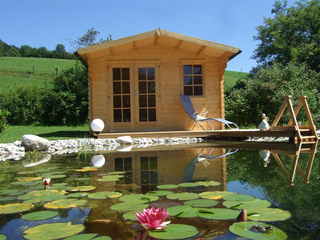 Seerosen im Schwimmteich. http://.gartenhaus gmbh.de