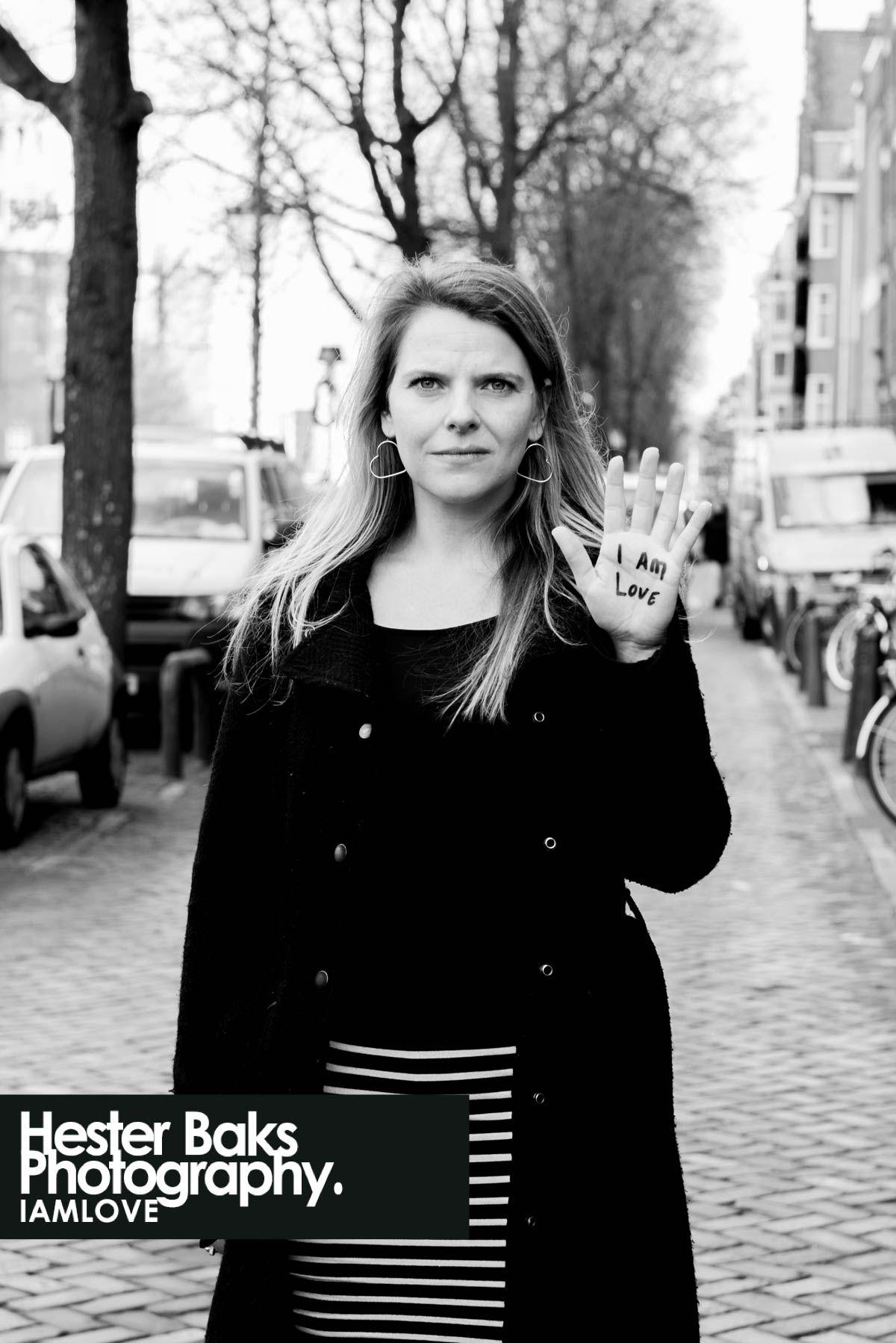 Pin 2: Helene Bakker heeft meerdere boeken geschreven voor Uitgeverij Eenvoudig Communiceren, vooral voor de reeks BoekenBoeien. Ze schrijft niet moeilijk, maar de onderwerpen waarover zij schrijft zijn niet kinderachtig. BoekenBoeien is een reeks met 20 (korte) boeken die in totaal alle 1600 belangrijke schooltaalwoorden bevatten.