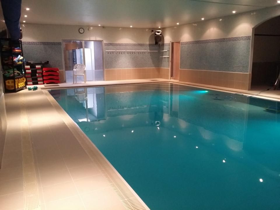 8 best Piscine images on Pinterest Swimming pools, Indoor pools