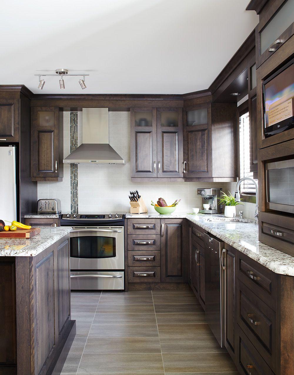 Armoires de cuisine classiques en merisier qu bec simard for Armoire de cuisine en pin