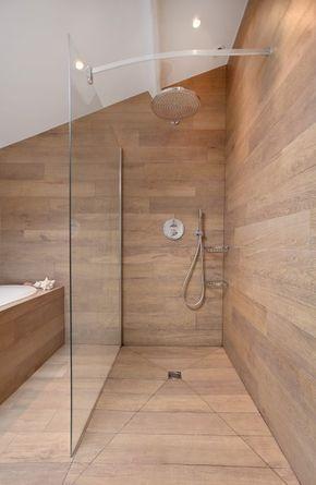 douche enti rement recouverte de planche en bois avec. Black Bedroom Furniture Sets. Home Design Ideas