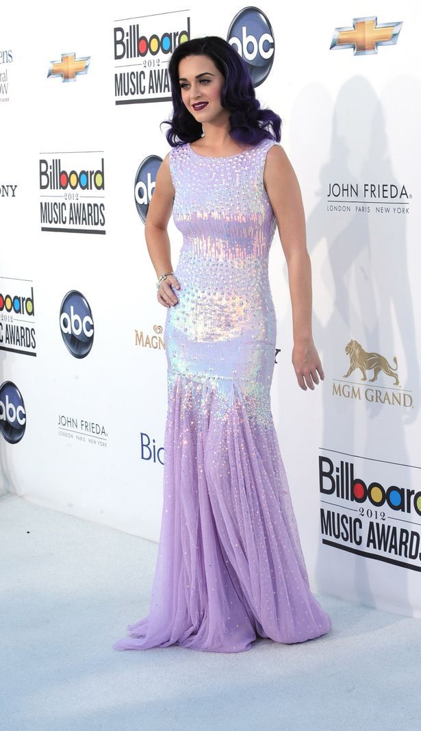 Katy Perry arrives at the 2012 Billboard Music Awards (615×1067)
