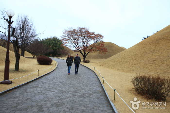 Daereungwon Tomb Complex (Cheonmachong Tomb) (대릉원(천마총)) | Official Korea Tourism Organization