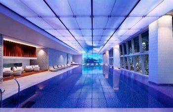 The infinity pool at the 118th floor of the Ritz Carlton in Hong Kong