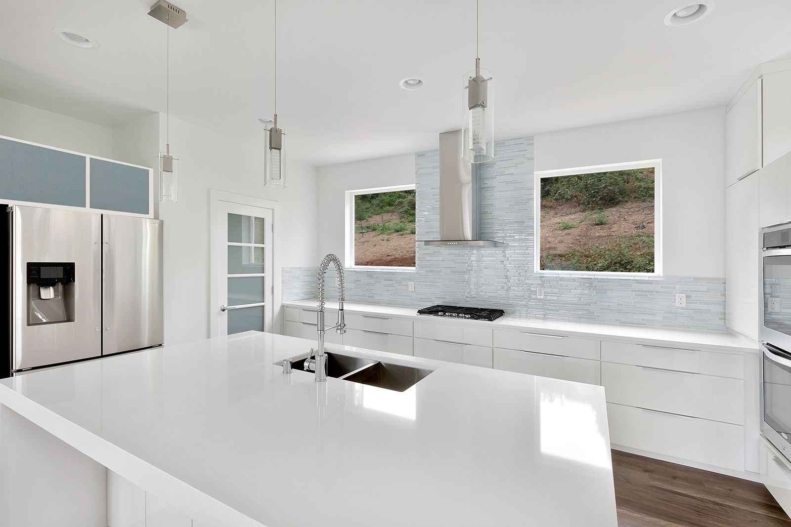 This Beautiful Modern Kitchen Features Cambria White Cliff S
