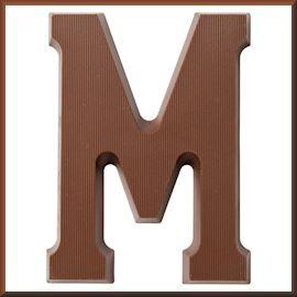 chocoladeletter m voor sinterklaas op 5 december sint