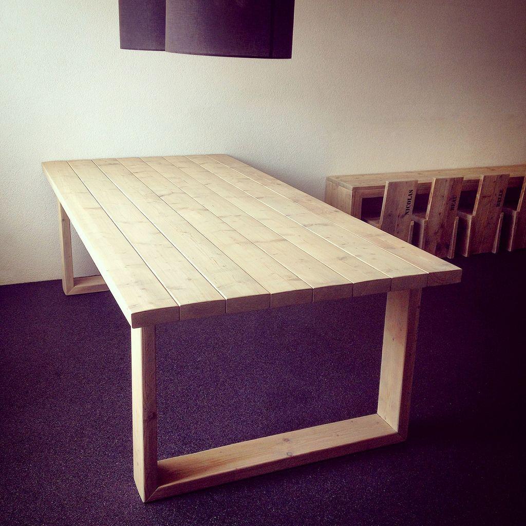 Eettafel 'BADDING'  Een stoere tafel van oude balken (badding). Deze tafel is een echt statement in je huis!   Deze tafel is in iedere afmeting te bestellen.  Afmetingen: 250 x 120 x 80 cm (LxBxH)  Afwerking: grey-wash beits Verkoopprijs: op aanvraag (info@w00tdsign.nl)  Like w00tdesign op Facebook voor een kijkje achter de schermen.      w00tdesign Oranjeboomstraat 64  4812 EK Breda E-mail: info@w00tdesign.nl