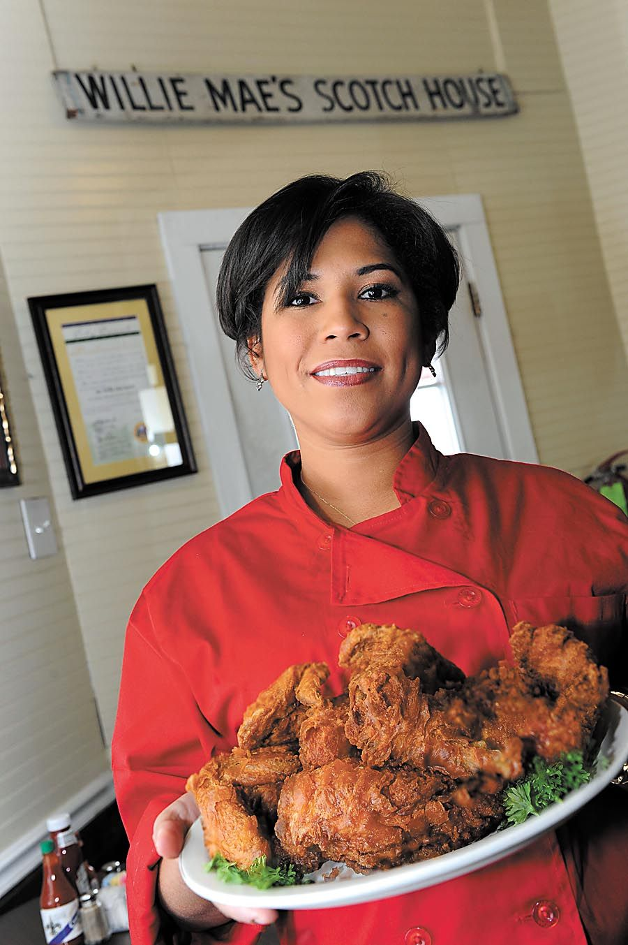 kerry seaton uses her family recipe for fried chicken at willie