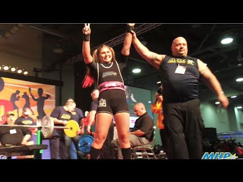 15 year old Maryana Naumova world record bench press 330 lbs