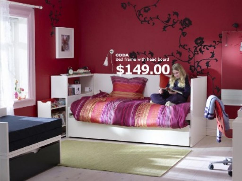 Bedroom wall painting ideas in pink color - Teen Bedroom With Bed Frame And Red Wall Paint Color And White Bookshelves A Part Of Modern Teenage Bedroom With Pink Carpet And Floor To Ceiling Closet And