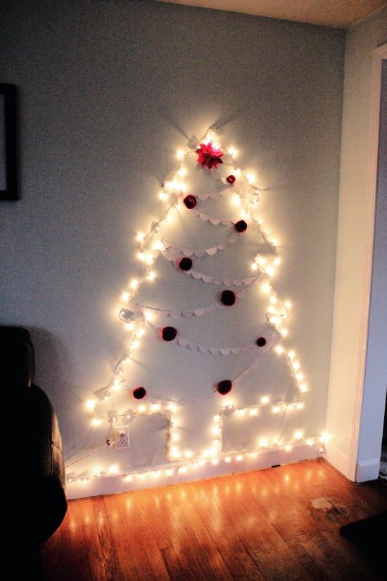 Too Lazy To Put Up The Big Tree! Christmas Tree Of Lights On The Wall