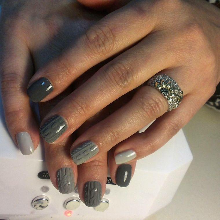 Semipermanente unghie corte di colore grigio con decorazioni effetto  tridimensionale