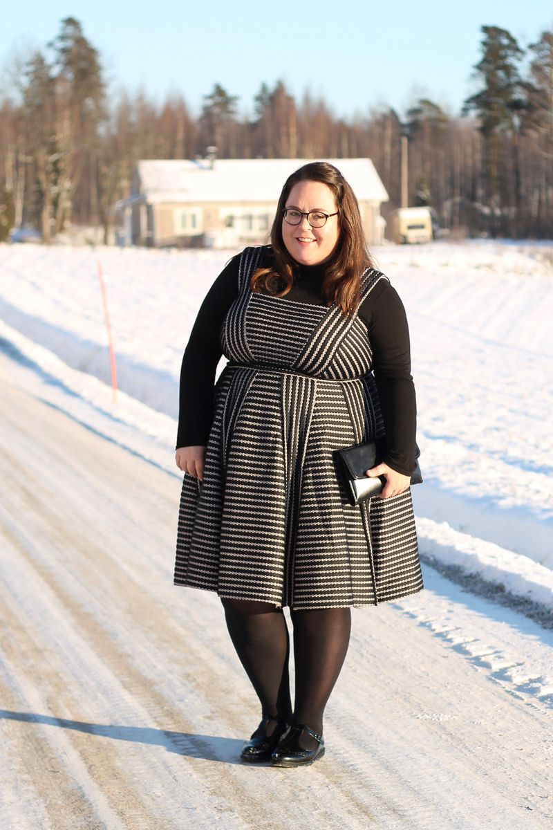 Fashion Blogger Spotlight:  Hanna of Hanna Wears http://thecurvyfashionista.com/2017/02/plus-size-blogger-hanna-wears/   Today we are back with another plus size blogger spotlight and we head to the UK to feature plus size blogger, Hanna of Hanna Wears! This lovedrobe dress layered over a turtleneck? Perfection!