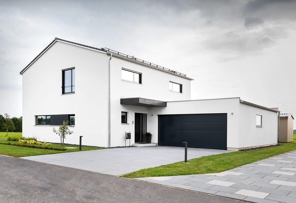 Satteldach und Kubus Riedl Holzbau GmbH & Co KG