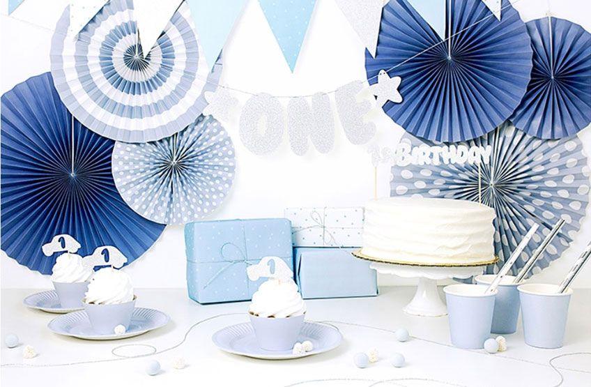 Zauberhafte Deko In Blau Und Silber Fur Den 1 Geburtstag Deines