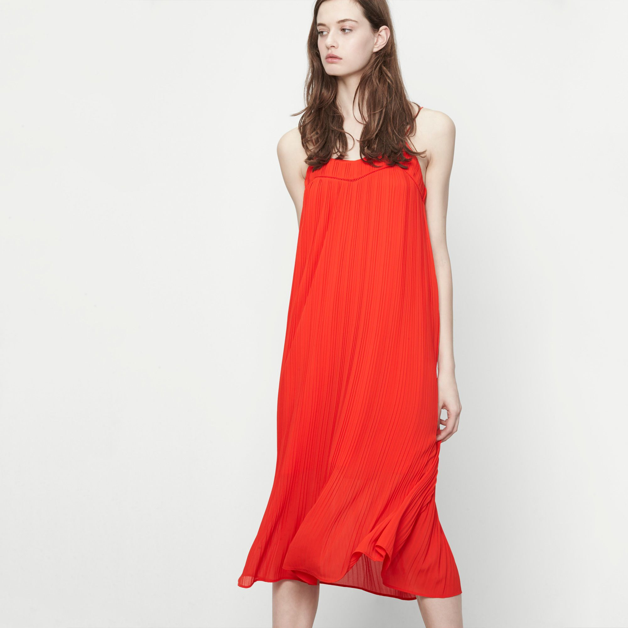 Robe longue rouge plissee