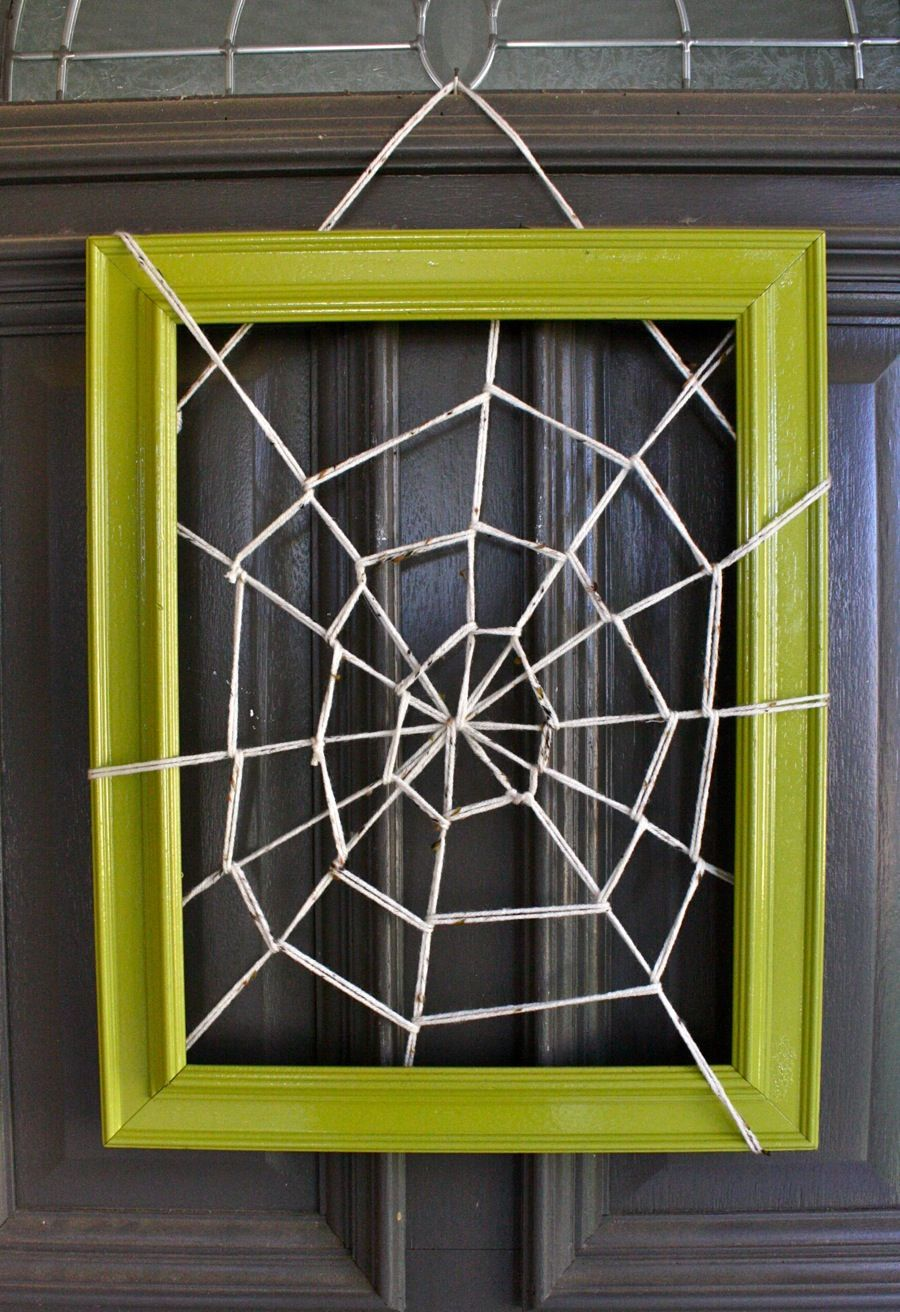 DIY Halloween door decor\u003c3 A bright picture frame with a twine - Halloween Door Decorations