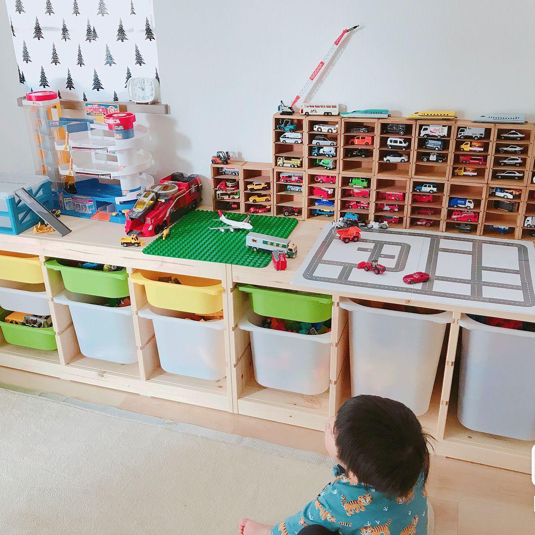 子どもが遊ぶ玩具類は大きさもバラバラで 数も多くなりがちで収納に悩んでいるママさんも多いのではないでしょうか さらに 子どもが自分で後片付けできるような収納にしたいと思う方もいるはず そこで 今回のkufura収納調査隊は 収納上手な達人たちが実践している