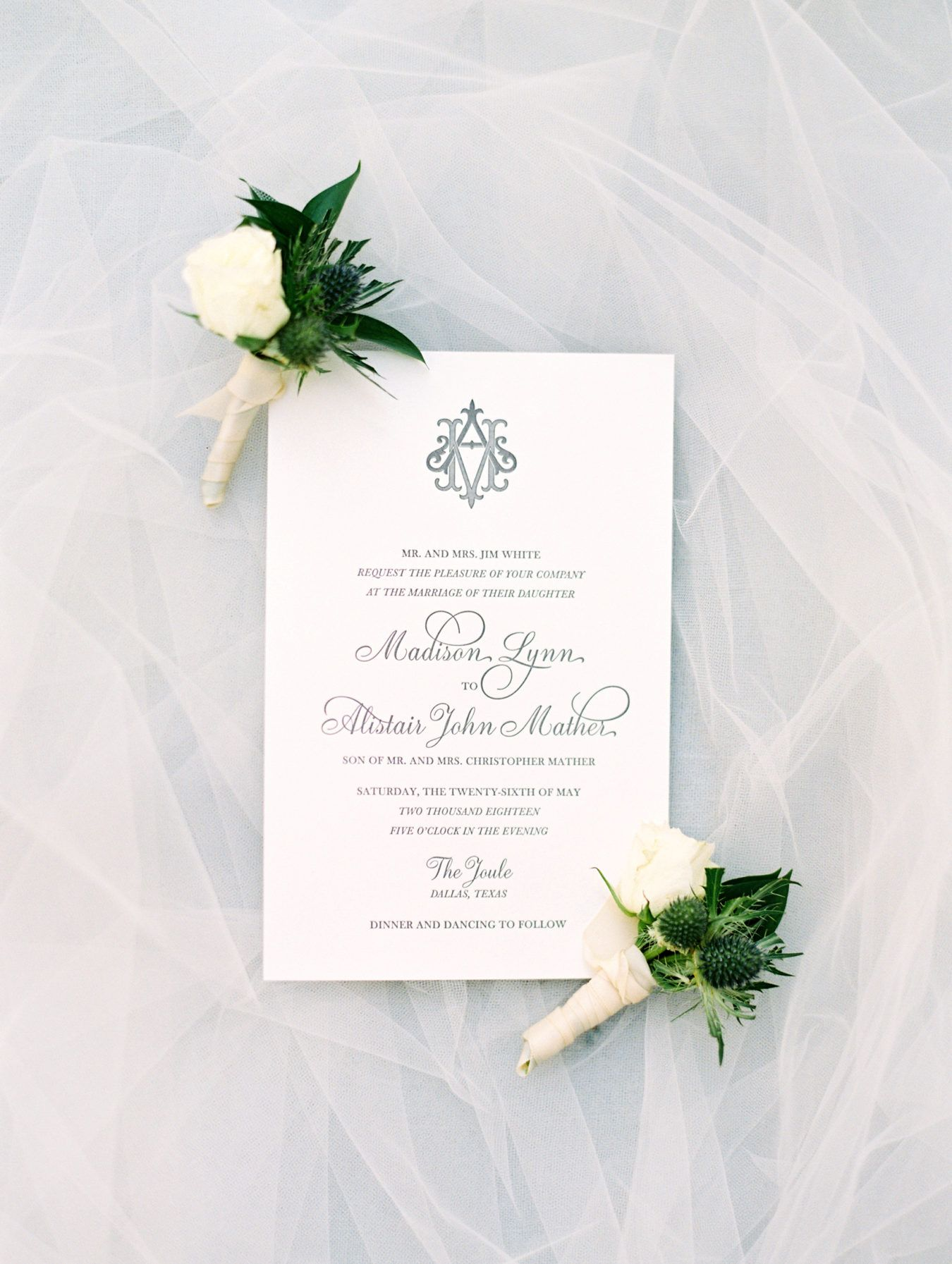 Modern Meets Whimsical Wedding In Dallas With Scottish Vibes Ruffled In 2020 Whimsical Wedding Wedding Invitation Paper City Wedding