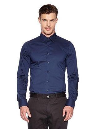 Combinación Camisa azul marino con pantalón negro