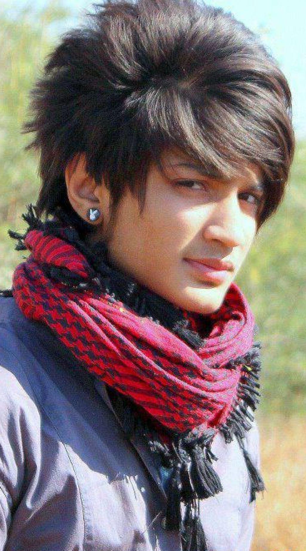Indische Junge Lange Haare Frisuren Der Indische Junge Lange Haare Frisuren Konnen Sie Sich Sie Ihre Wahl Bei Der Entwicklung Frisuren Haare Jungs Lange Haare