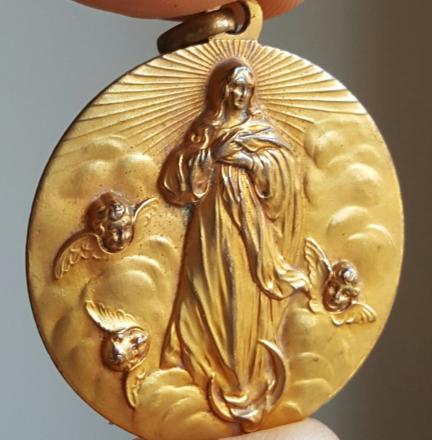 mary medallion virgin