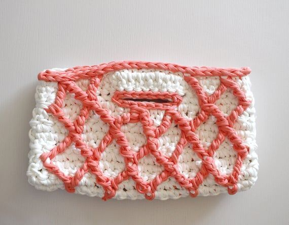 Small Bag Pattern, Clutch Tutorial, Crochet Bag Pattern, Crochet Purse Pattern, Crochet Patterns, Diamond Clutch, Clutch Pattern,  #Bag #Clutch #Crochet #Crochetbagsmallfreepattern     Knit bags have always been one of the most popular models of handbags, whether hand-made or ready-made. Wicker bags, crocheted bags, macramé bags, corduroy mesh bags and more. Crocheted bag making is always the most interesting type of bag makin... #Bag #clutch #Crochet #patte #Pattern #Purse #Small #Tutorial