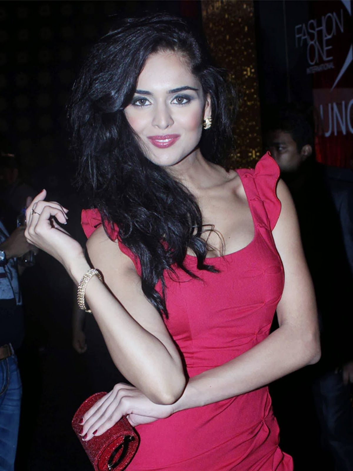 nathalia kaur item song