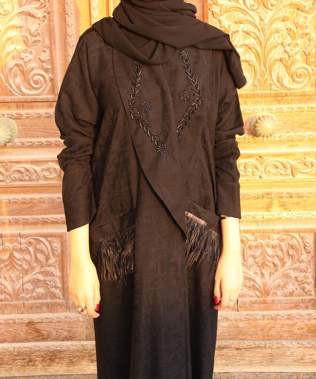 عبايات عباية Abaya من الكولكشن الجديد عباية كريب كوري مع تطريز على الياقه عبايات عباية عبايه Abya Hejabstyle Clothes Hijab Fashion Fashion
