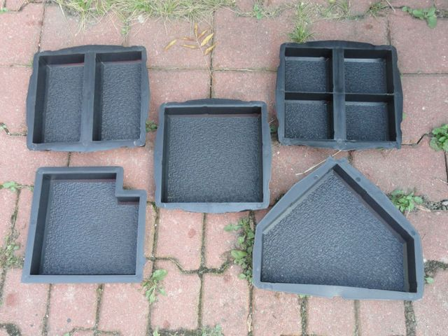 Moules En Plastique Pour Fabrication De Verrouillage Beton Paves De Dalles Moules Formes Fabricant Producteur Europe Paving Slabs Plastic Paver Concrete Pavers