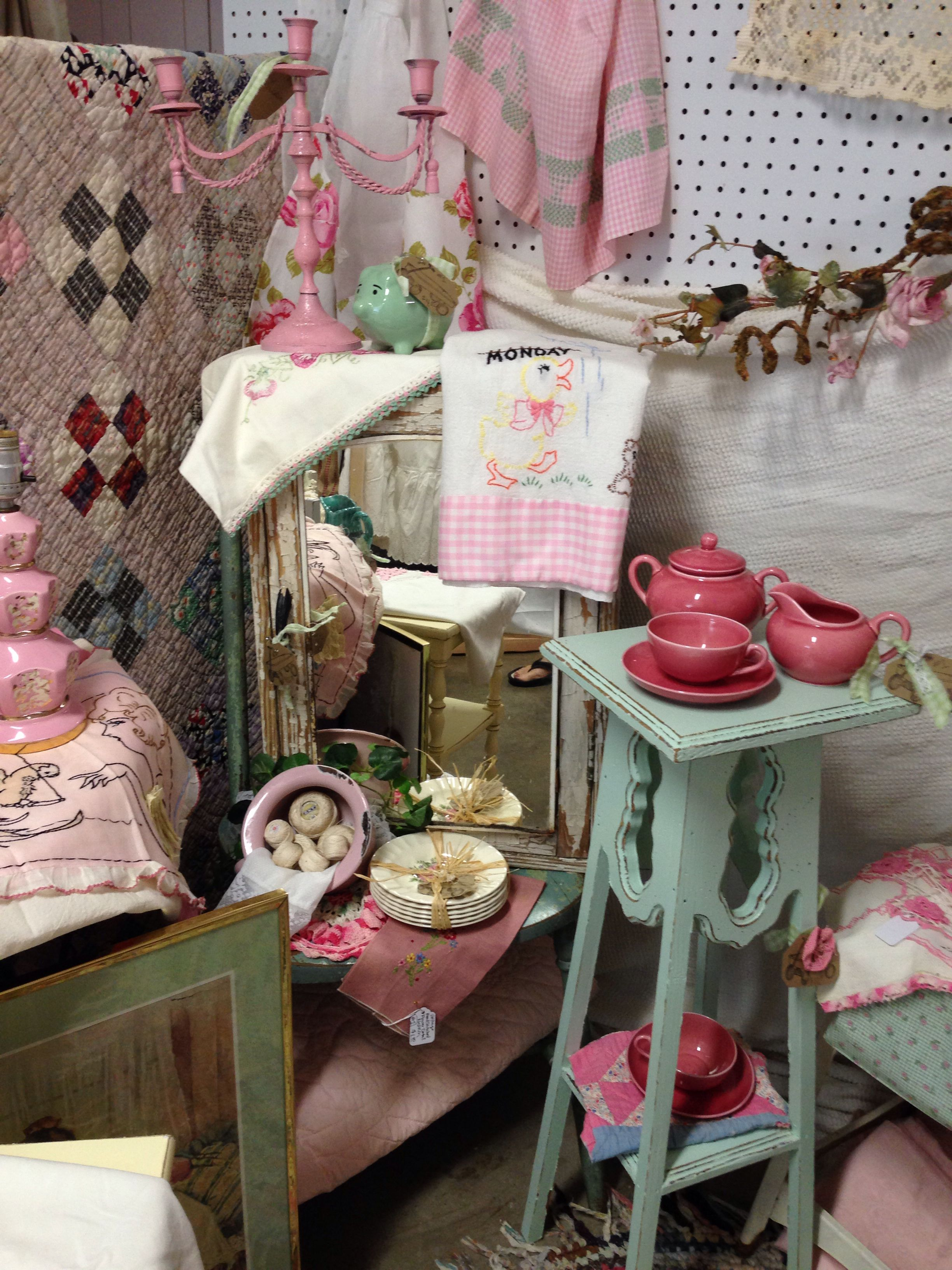 Pink And Turquoise Cottage Booth At Isaac S Rusty Wagon