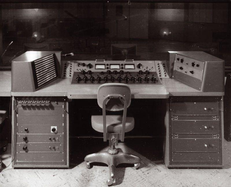 Bill Putnam's studio console in the 1950s | AM Sound Recording