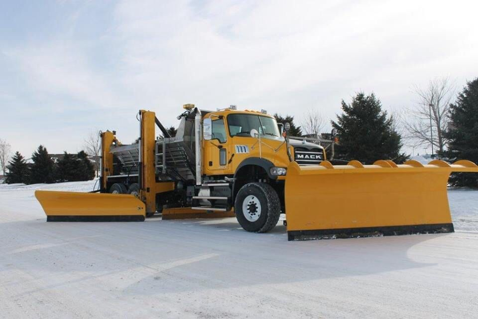Awesome Mack Granite Plow Truck With Images Plow Truck Snow