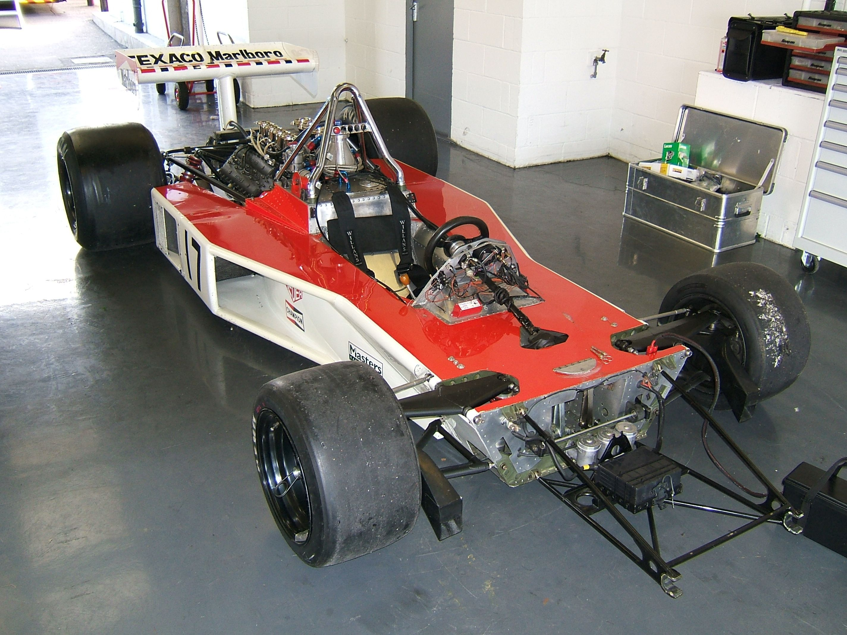 File:McLaren M23 without bodywork.jpg - Wikipedia, the free ...
