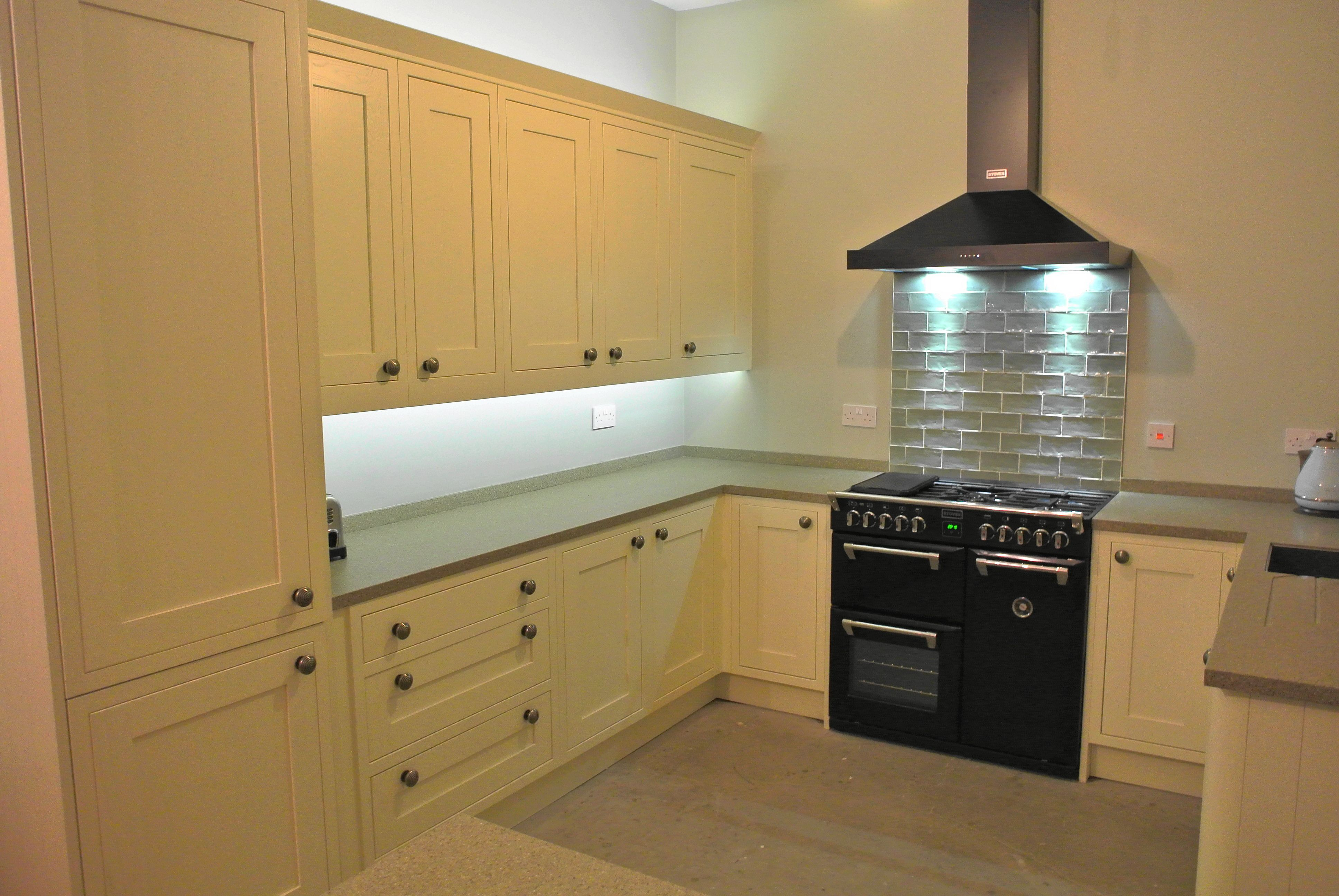 Cream Painted Kitchen, Earthstone Worksurface, Artisan Tiles, 900 Black  Range