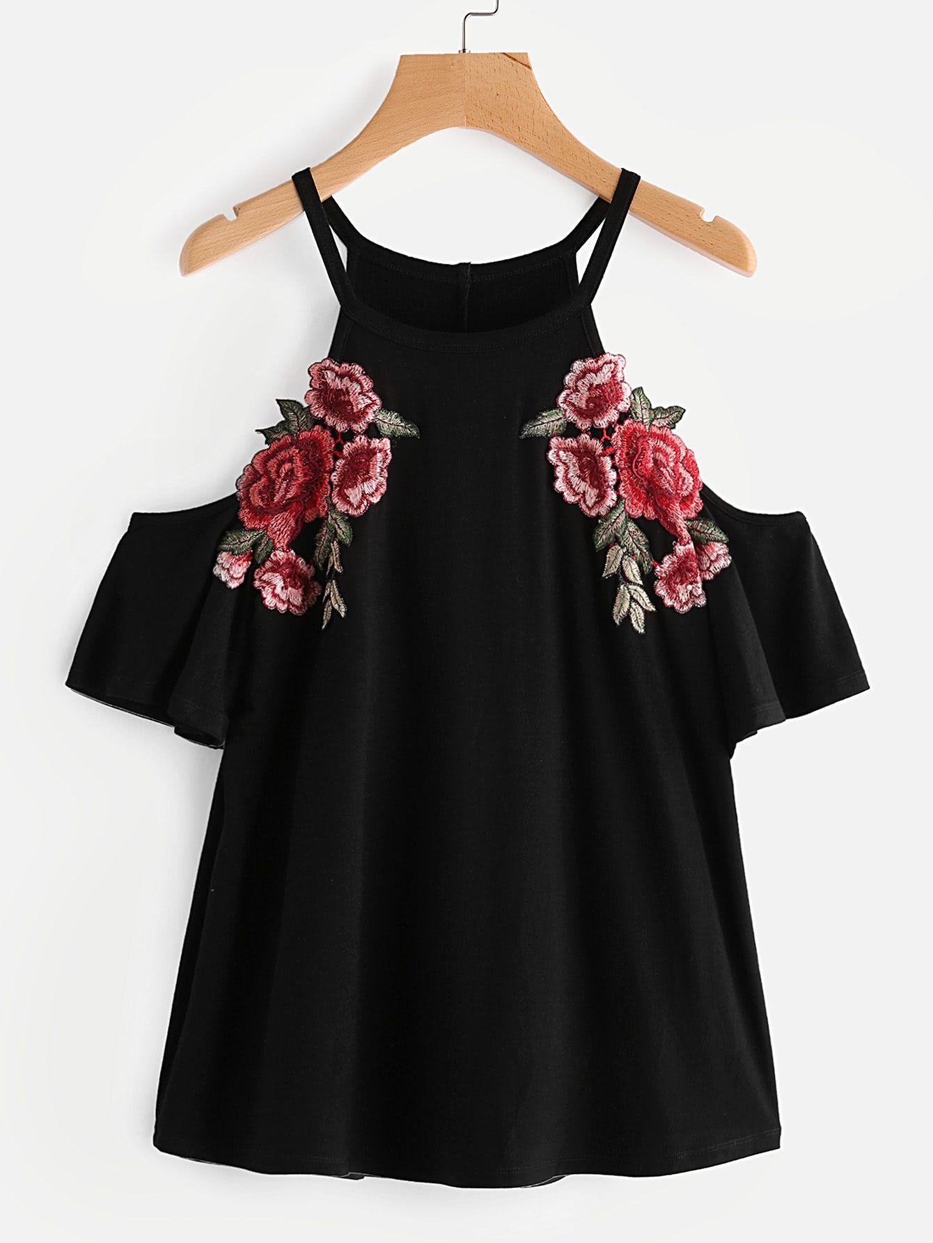 6cf5855478e85 Camiseta con hombros descubiertos y parche -Spanish SheIn(Sheinside). Shop  Embroidered Rose Patch Cold Shoulder Tee ...