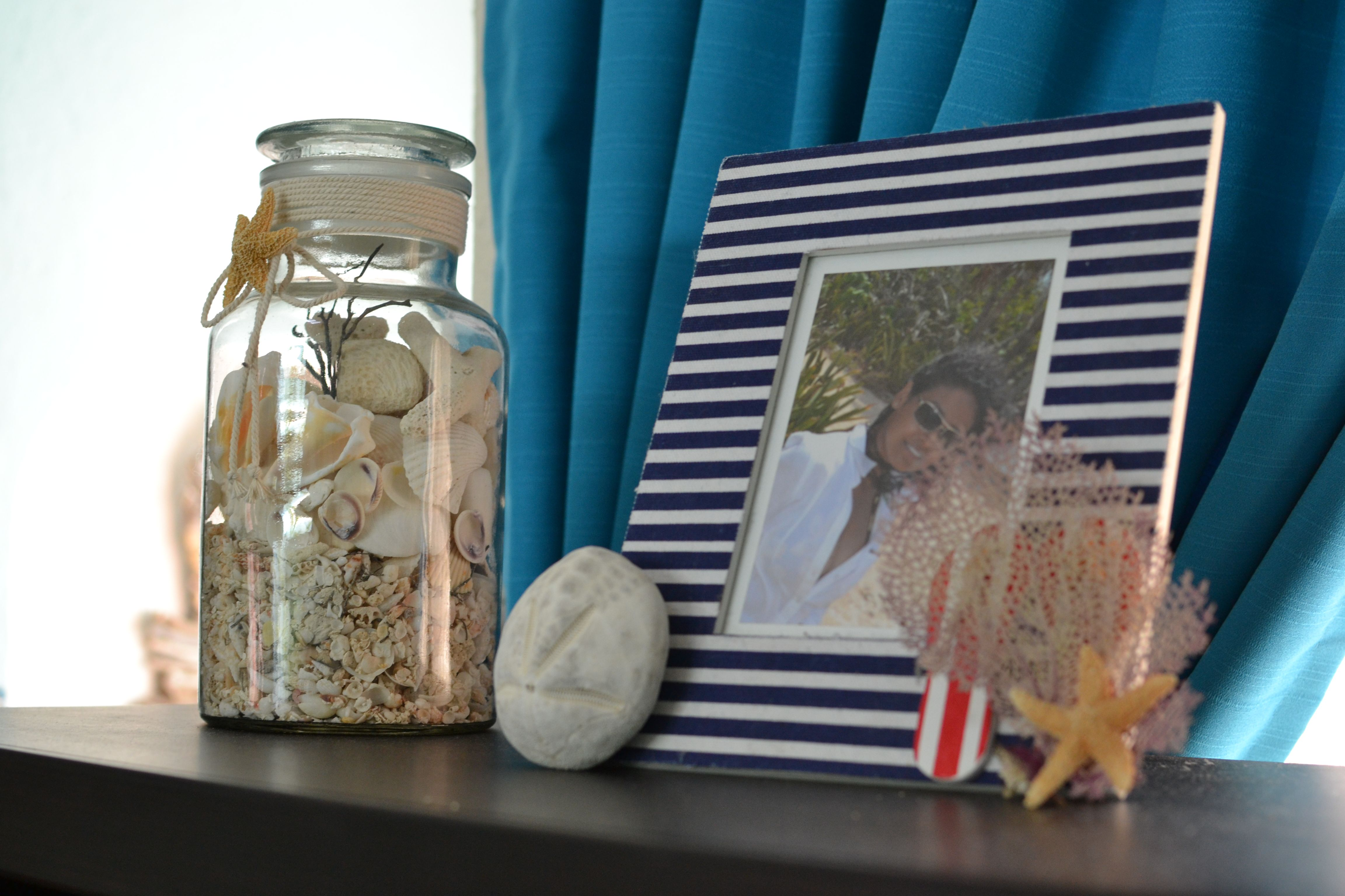 Jarron con conchas. Beachy Picture Frame. Rustic simple decor. Beach style. Nautical style. Coastal living. Cleat