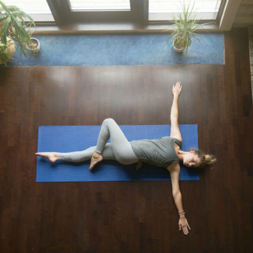 yoga pour le dos 20 postures pour soulager le mal de dos psycho pinterest yoga. Black Bedroom Furniture Sets. Home Design Ideas