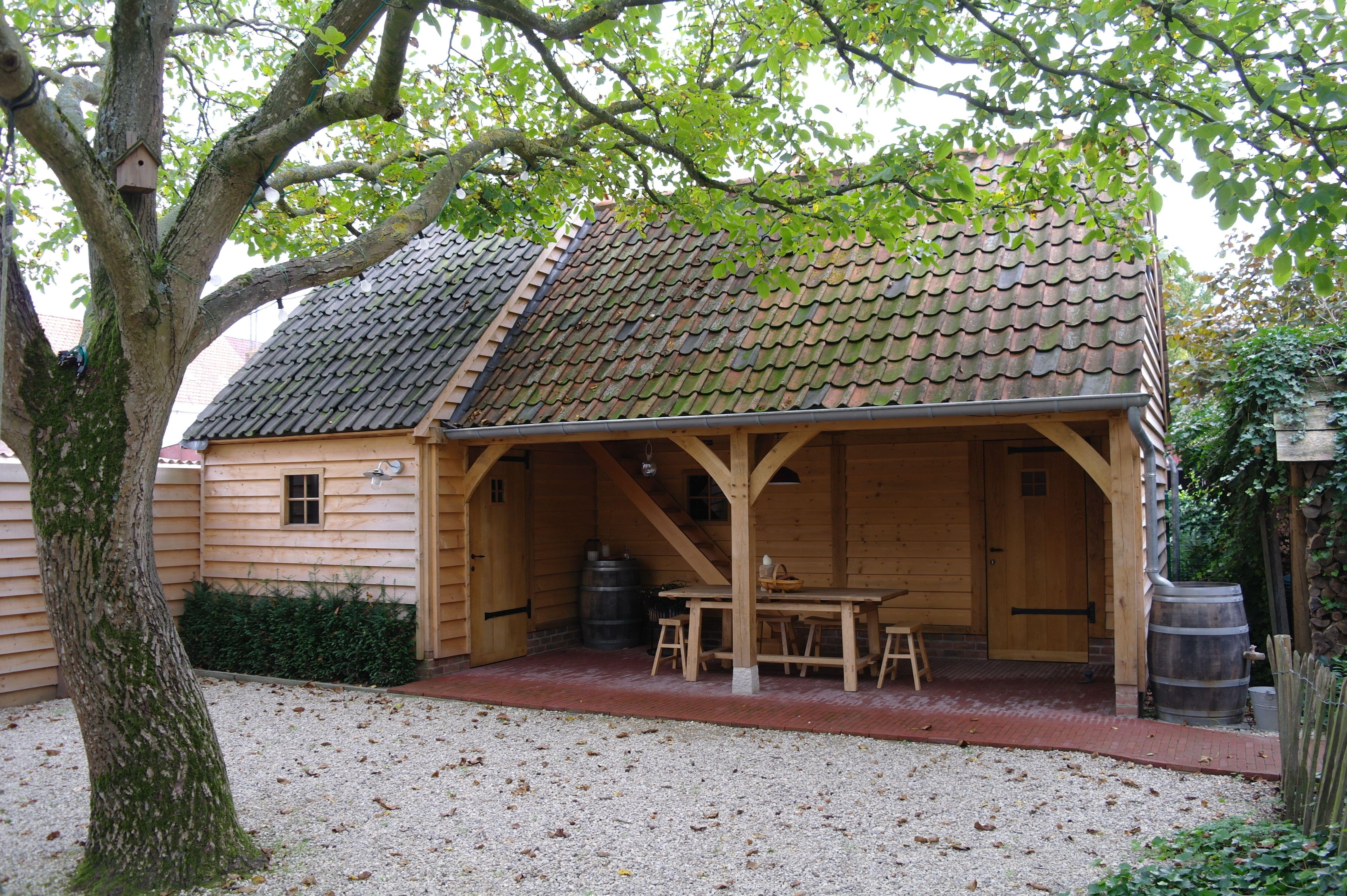 Multifunctioneel bijgebouw met overdekt terras garage berging en verdieping met balustrade - Overdekt terras in hout ...