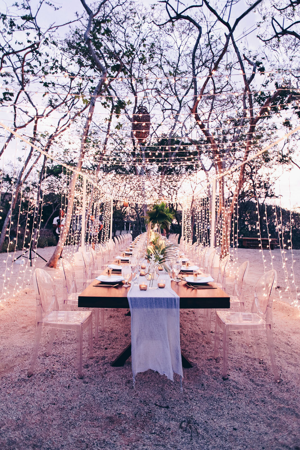 Can you imagine eating your wedding dinner under these