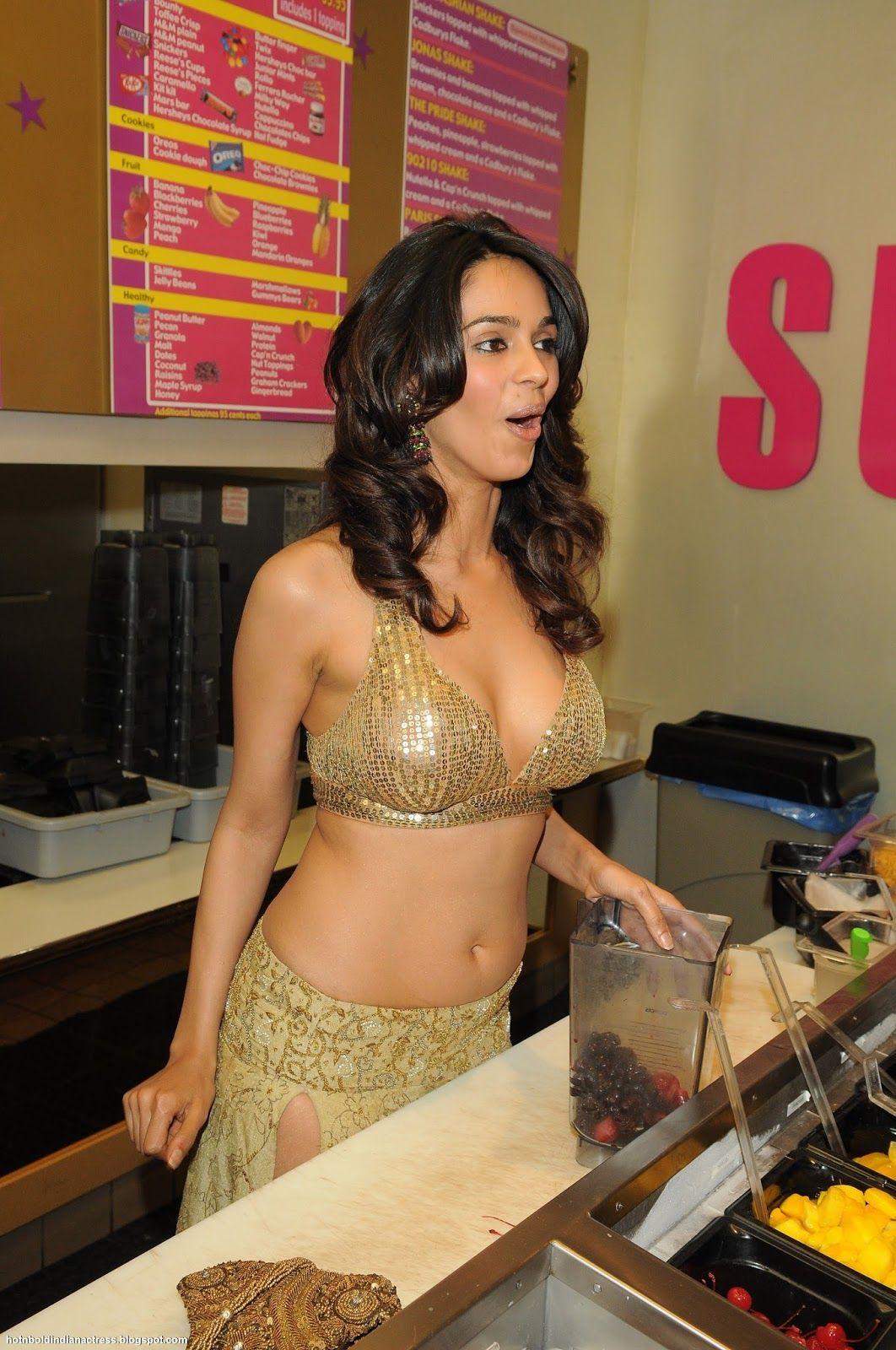 Hot N Bold Indian Actress Mallika Sherawat In Sexy Dress -8284